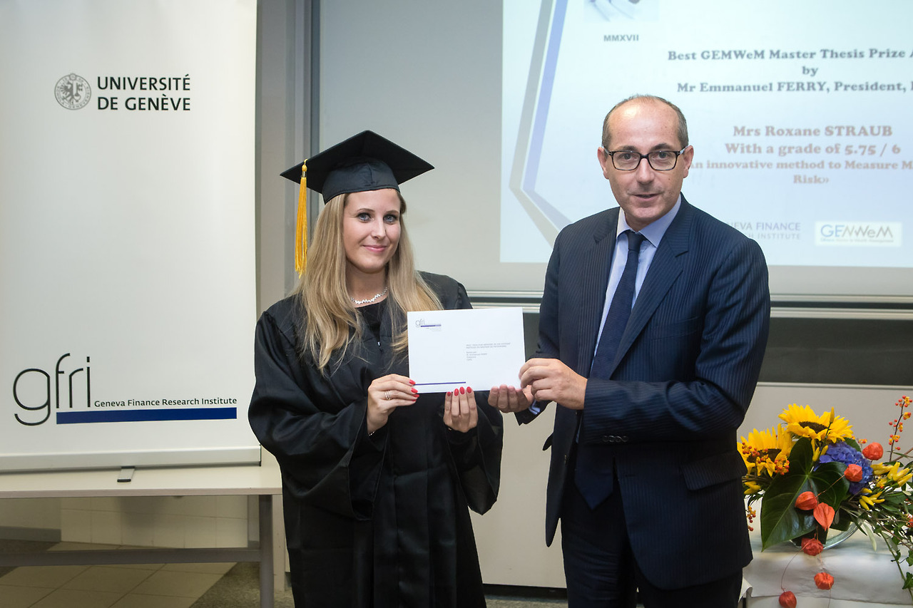 "Mme Roxane STRAUB, lauréate du Prix du Meilleur Mémoire 2017, supervisé sous la direction du Prof. Bernard MORARD, ""An innovative Method to Measure Market Risk "", sponsorisé par ISAG et décerné par M. Emmanuel FERRY, Président"